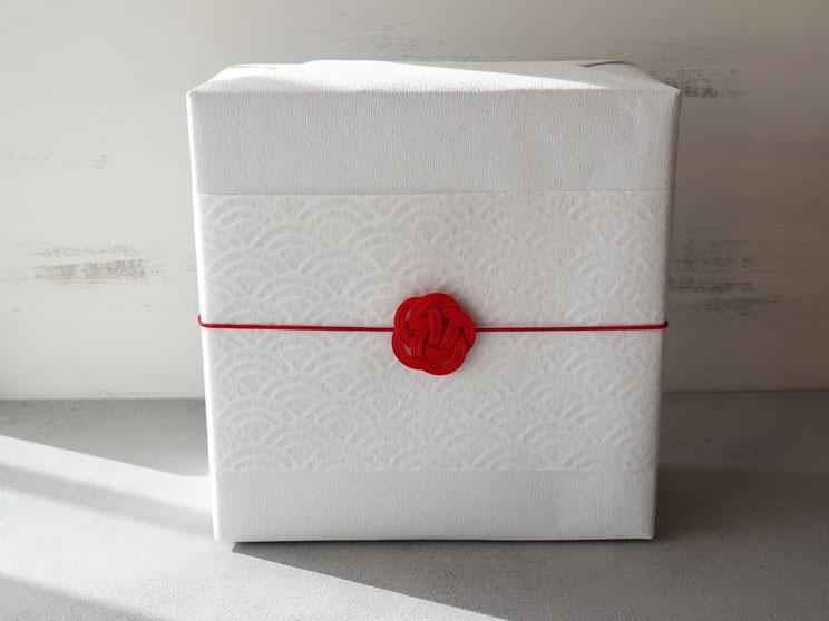 箱+包装紙+和紙帯紙+水引ゴム(梅結び)